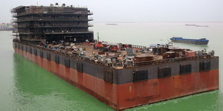 120 m 300 men Accommodation Barge